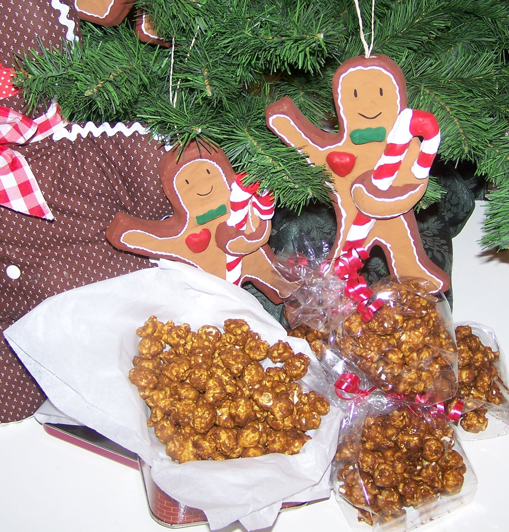 http://eclecticepicurean.ipower.com/Pictures/Candies/gingerbread%20corn.jpg